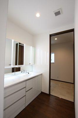 ひろびろ清潔感あふれる洗面所